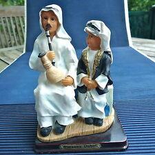 Farzana Dubai Reproduction Père & Fils Socle Bois 14 x9,5x 8 Cm -262 Grs Vitrine