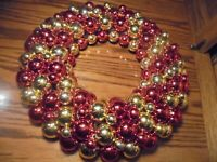 """Vintage Christmas Wreath w/Red & Gold-Tone Shatterproof Ornaments D= 16""""      73"""