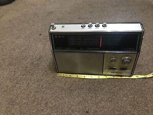 VINTAGE HITACHI WH-1060R  4 BAND TRANSISTOR RADIO 1970'S  ? UNTESTED