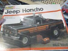 REVELL JEEP HONCHO PICKUP TRUCK 1/25 Model Car Mountain KIT FS VINTAGE