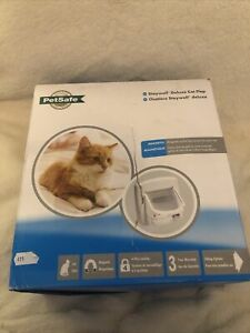 PetSafe Staywell, Deluxe Magnetic Cat Flap, White, Selective Entry, 4 Way