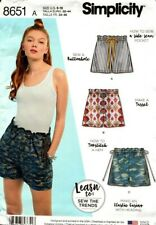 SIMPLICITY SEWING PATTERN WOMEN'S LEARN TO SEW PULL ON SHORTS - SIZE A - 8651
