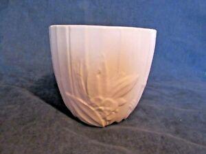 Vintage McCoy Art PotteryPinkGlazeBud Leaf Line Mid Size Jardinière Circa 194
