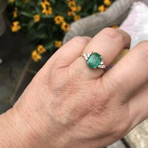 *****Beautuful 18kt columbian Emerald Ring