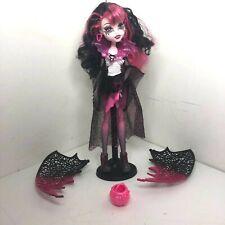 Muñeca Monster High Ghouls Rule Draculaura Desmontable Alas Rosa + Negro