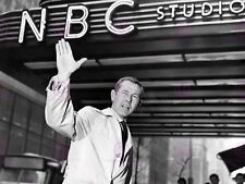 VINTAGE PHOTOGRAPH TELEVISION STAR JOHNNY CARSON WAVE POSTER ART PRINT LV11446