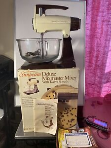 Vintage 1983 Sunbeam Deluxe 12 speed Mixmaster Mixer w/box/manual 4qt glass bowl