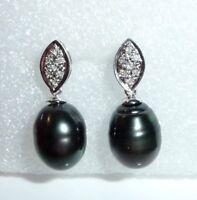 Ohrringe in 750 Weißgold mit 14 natürlichen Diamanten 2 länglichen Tahiti-Perlen