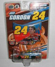 Jeff Gordon #24 NASCAR Winners Circle 2007 DuPont 1:64 Diecast Car & Hood Magnet