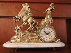 Precioso reloj de sobremesa todo de bronce nuevo