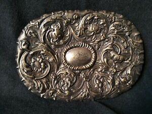 Antico vassoio sbalzato a mano placcato argento
