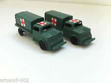 Ancien jouet en plastique - 2 X GMC ambulance militaire