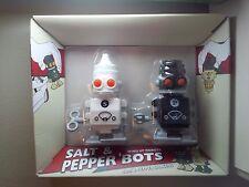 SUCK UK SALT AND PEPPER BOTS ROBOTS BLACK WHITE WIND UP SHAKERS