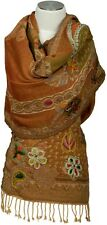 Écharpe scarf laine wool brodé handbestickt main Embroidered écharpe