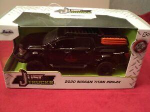 Jada 2020 Nissan Titan Pro-4x pickup truck  1/32 scale NIB  2021 release black