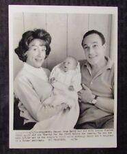 1962 GENE & JEANNE KELLY w/ Newborn Timothy 7x9 Telephoto Press Photo FN+ 6.5