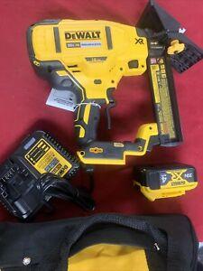 DEWALT DCN682M1 20V MAX XR Cordless Brushless 18-Gauge Flooring Stapler Kit - NR