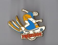 Pin's Presilege de Président (skateur - skate board - zamac signé succès)