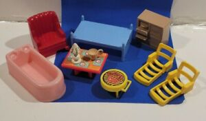 Doll House Mixed lot of 10 pieces table bed chair TV bathtub