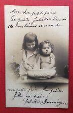 CPA. 1904. Petite Fille lavant son petit Frère dans une Bassine. Toilette. Sœur
