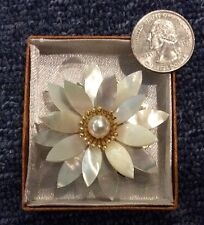 Vintage Antique Chinese Mother Of Pearl FLOWER Brooch Bouquet Pin BEAUTIFUL B-1