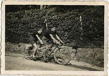 PHOTO ANCIENNE - VINTAGE SNAPSHOT - VÉLO BICYCLETTE TANDEM COUPLE - BICYCLE BIKE