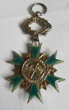 MEDAILLE ORDRE NATIONAL DU MERITE 3 DECEMBRE 1963 EN METAL ARGENTE  EMAIL VERT
