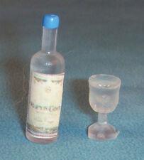 Casa de muñecas en miniatura 1/12th Escala Botella De Licor Y 2 Vasos (plástico)