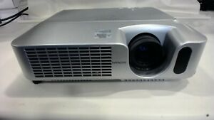 Hitachi CP-X260 Multimedia 3LCD Projector 2500 Lumens 500:1 w/ cables
