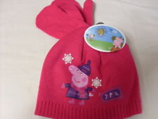 PEPPA PIG HAT AND MITTENS   NEW --