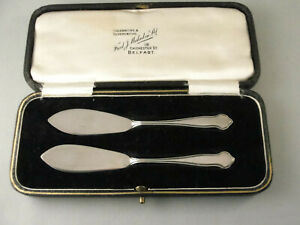 Fine Pair Small Silver BUTTER KNIVES. Hallmarked Sheffield 1929 - Original Box