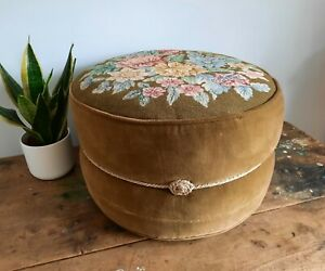 ORIGINAL VINTAGE RETRO EMBROIDERED GREEN COVERED POUFFEE FOOT STOOL FLORAL RARE
