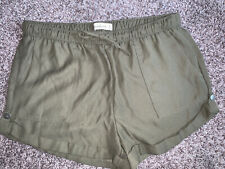 NWOT Women's Abercrombie And Fitch Dress Shorts Size Medium M Olive Green Junior