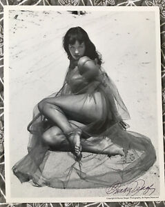 BETTIE PAGE  BUNNY YEAGER AUTHENTIC 8 X 10  PHOTO SIGNED  BUNNY YEAGER ESTATE A