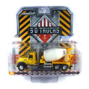 Greenlight 45070-B Mack Granite Yellow - SD Trucks Scale 1:64 New !°