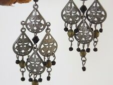 Boucles chandelier gouttes filigrane rhodié perles noires