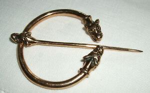 Bronze Ring Fibel mit Wolfsköpfen - Ringfibel sehr stabil, auch für Mäntel