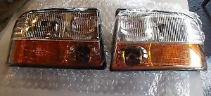 *NEW* TYC PAIR 98-02 GMC JIMMY/SONOMA/OLDSMOBILE BRVDA (w/ FOG LIGHT) HEADLIGHT