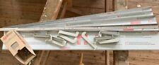 5 Alufensterbänke, 109 cm lang, Ausladung 13 cm, mit Gleitabschlüssen, Schrauben