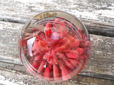 Grosse Boule presse papier sulfure Murano ? décor style corail rouge