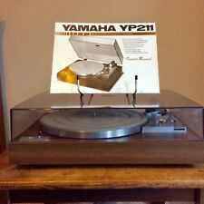Turntable. Yamaha YP211  w/ owners manual, good condition