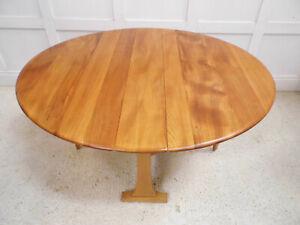 Vintage Retro ERCOL Elm top 610 model windsor drop leaf dining kitchen table 70s