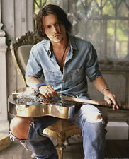 Johnny Depp UNSIGNED photo - 7193 - HANDSOME!!!!!