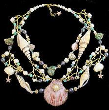 Collier mit echten Muscheln, Perlen, Türkisen, Korallenästen und Meeresschnecken