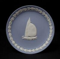 WEDGWOOD ENGLAND JASPERWARE PLATE COMMEMORATIVE AMERICA'S CUP 1987 BLUE & WHITE
