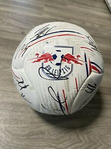 +++CHARITY+++ RB Leipzig Autogrammball signiert