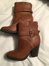 JUST FAB ANKLE BOOTS SZ 6 Single Strap Buckle Heels Leather