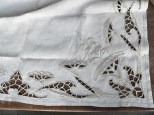 ancienne nappe à thè en lin brodé richelieu brodé main
