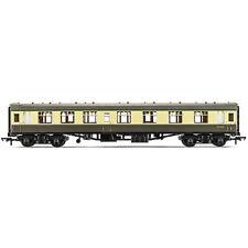 HORNBY Coach R4353 BR Mk1 Composite Chocolate & Cream - Railroad