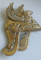 VINTAGE  / RETRO BRASS DECORATIVE WALL PLAQUE - ROMAN HELMET EAGLE 11 X 7 INCH